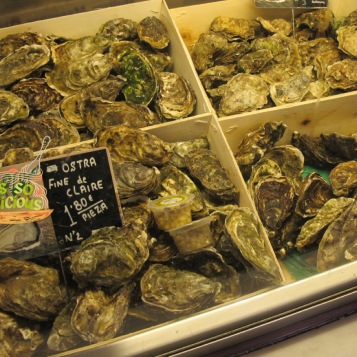One of the most unforgettable find in the market is the fresh, and delicious oysters – oysters lovers alert!