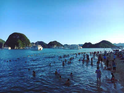 vietnam-halong-bay-10-swimming