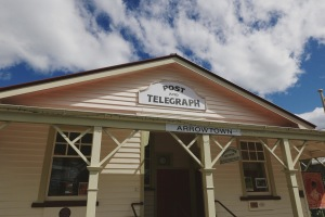 Arrowtown, New Zealand: Exploring the beautiful landscape and find out the top things to do in Queenstown. Queenstown is probably (well, I am almost certain of it) the most beautiful city that I have been to, period.
