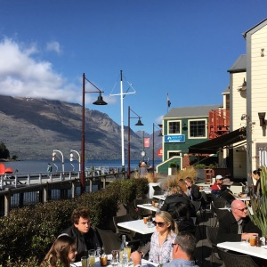 Queenstown, New Zealand: Exploring the beautiful landscape and find out the top things to do in Queenstown. Queenstown is probably (well, I am almost certain of it) the most beautiful city that I have been to, period.
