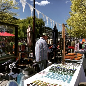 Queenstown, New Zealand (Market): Exploring the beautiful landscape and find out the top things to do in Queenstown. Queenstown is probably (well, I am almost certain of it) the most beautiful city that I have been to, period.