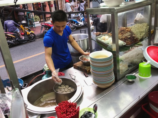 3 Go Out! Night Markets and Shows Street Food